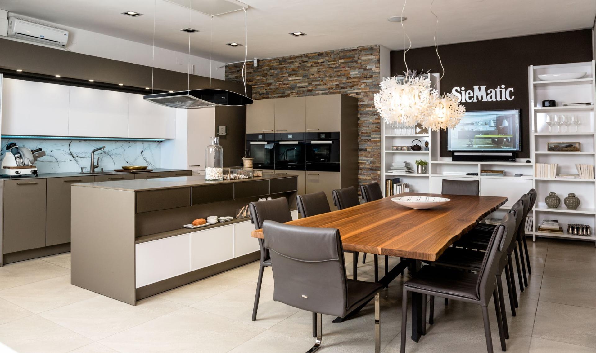 Minimalitische Küchen bei Miele Center Fasching